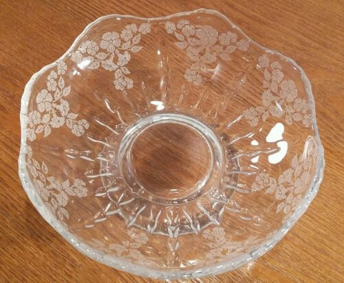 """New Martinsville Meadow Wreath Footed Clear Glass Bowl 6 1/4"""" Scalloped Edge"""