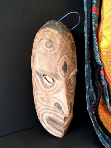 Old Papua New Guinea Carved Wooden Mask Carving …beautiful collection / display