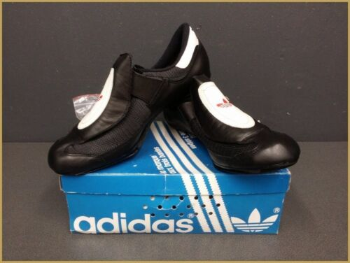"""Chaussures NOS """" ADIDAS"""" Taille 40 2/3  (Ref 32)"""
