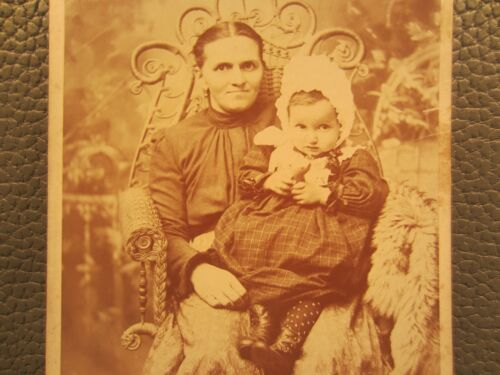 Victorian Antique Cabinet Card Photo of a Family Mother Child Girl