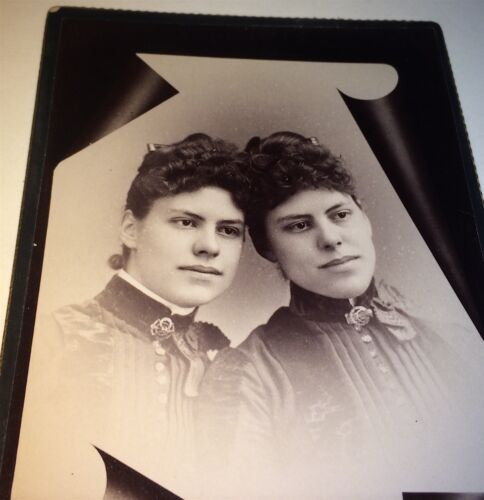 Antique Victorian American Twin Sisters! Matching Fashion! CT Cabinet Card Photo