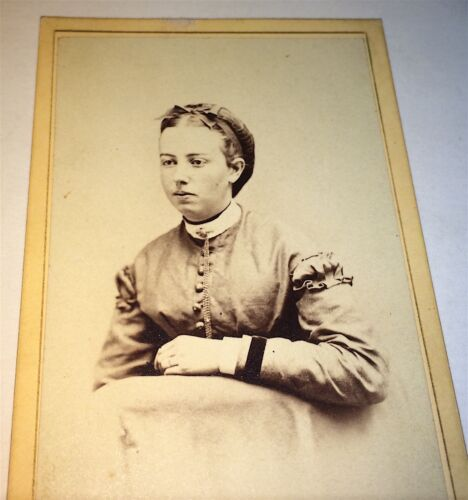 Antique Victorian American Young Woman, Fashion Dress & Jewelry Chain! CDV Photo