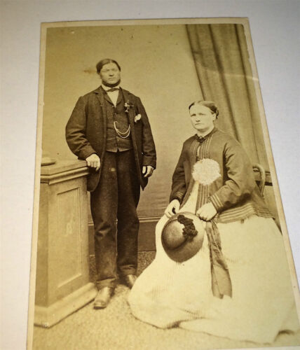Antique Victorian Couple, Lovely Fashion Dress! Hat! Old Northampton CDV Photo!