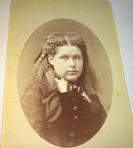 Antique Victorian American Fashion Frizzy Hair Young Lady! Brooklyn NY CDV Photo