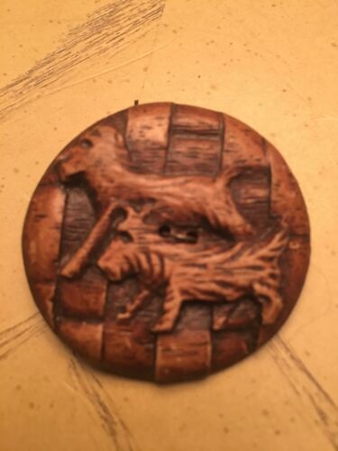 Amazing X LARGE ANTIQUE - VTG CARVED  WOOD  DOGS ANIMAL BASKET WEAVE BUTTON