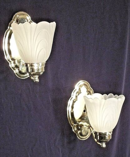 PAIR OF MID CENTURY MODERN SCALLOPED BACK BRASS SCONCES WITH FROSTED SHADES