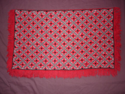 #883  Beautiful Vintage Hand Embroidered Tapestry   39''/23''(99cm/58cm)