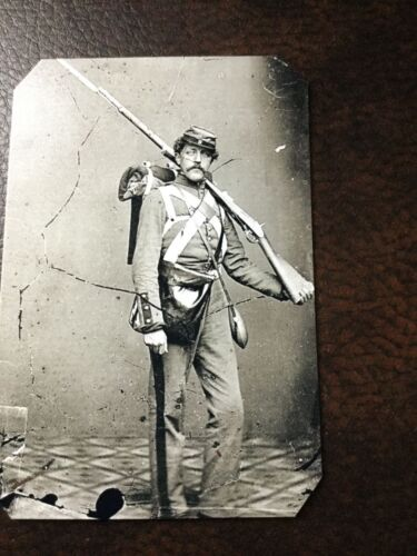 Civil War US Soldier With Rifle tintype C040RP