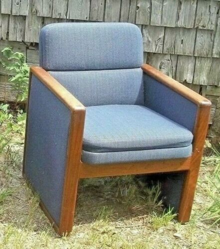 MID CENTURY MODERN SQUARE END ART DECO WALNUT UPHOLSTERED CUBE CLUB CHAIR
