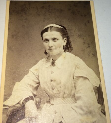 Antique Victorian American Fashion Beautiful Woman Lovely Hairstyle CDV Photo!