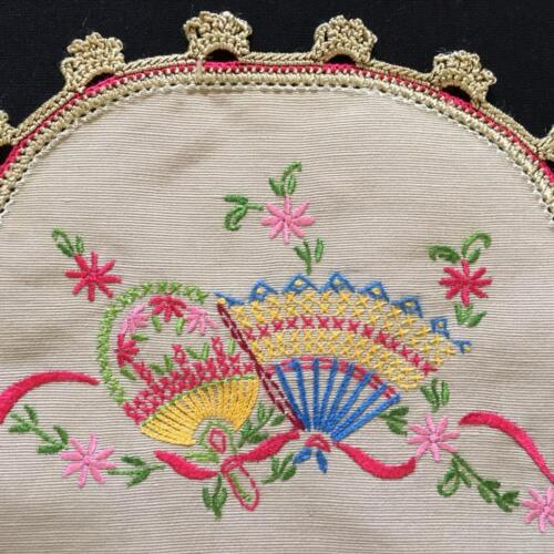 EMBROIDERED LARGER SIZE DOYLEY c1940's