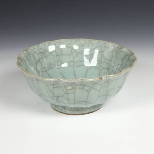 CHINESE PORCELAIN CELADON GREEN FANGGE CRACKLE SCALLOPED BOWL CHINA