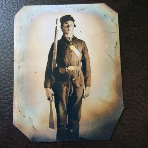 Civil War Military Soldier With Rifle tintype C732RP