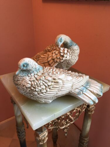 RARE! VINTAGE PAIR OF LIFE SIZE MID 20TH CENTURY PIGEONS BLUE WHITE GOLD DOVES