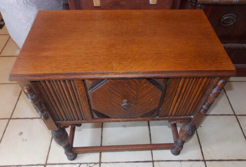 Quartersawn Oak Carved Copper Lined Humidor  (T654)