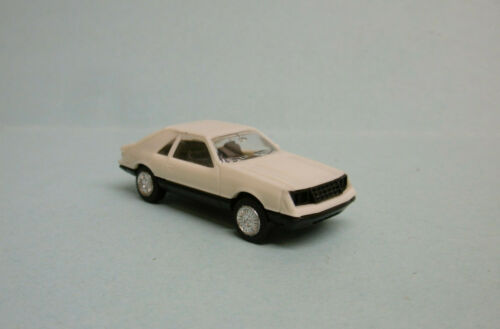 Herpa - VOITURE FORD MUSTANG blanc HO 1/87