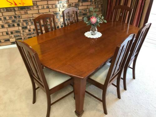 Silky Oak Dining Suite & matching Sideboard in excellent condition
