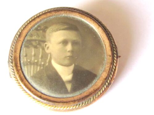 ANTIQUE FANCY  SWEETHEART PHOTOGRAPH BROOCH PIN JEWELRY CHILD BOY ON CHAIR