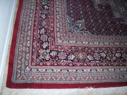 Oriental hand knotted wool rug, 12 18 Ft, excellent condition, old, looks great