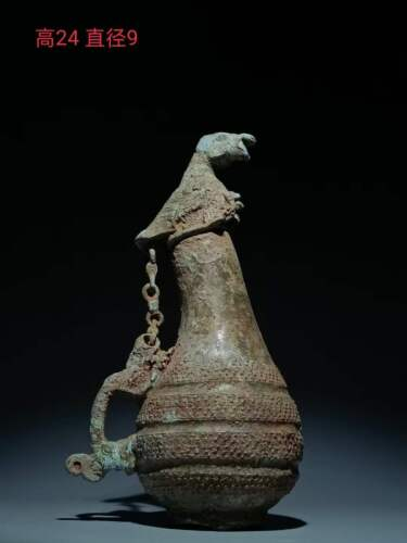 Chinese bronze Pot Hu wine vessel container eagle lid Dragon handle pot