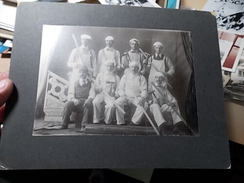 1910'S CABINET PHOTO, MEN AT WORK, LATH & PLASTER OCCUPATIONAL IMAGE