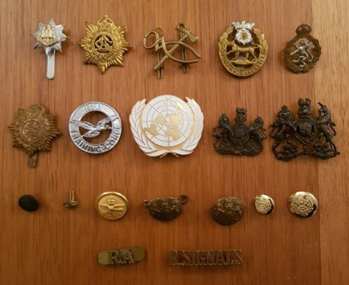 WW1 & WW2 and later Collectable Militaria. Selection of Badges and Buttons.1914 - 1918 (WWI) - 13962