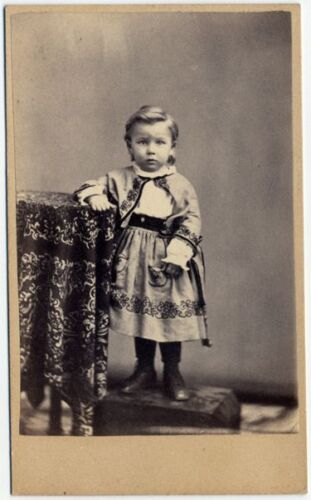 PORTRAIT OF A CUTE CHILD BY LOUIS SEEBOHM DAYTON, OHIO CDV