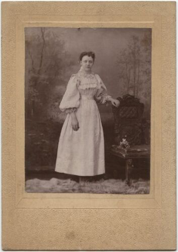 YOUNG LADY IN BEAUTIFUL DRESS VINTAGE CABINET CARD