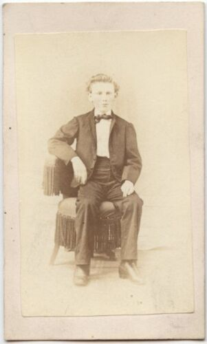 YOUNG MAN WITH NICE SUIT AND BOW TIE ANTIQUE CDV