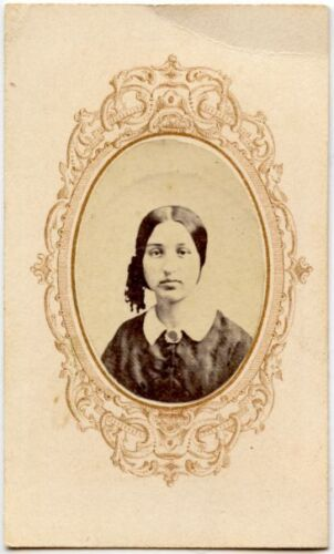 YOUNG LADY IN BEAUTIFUL DRESS ANTIQUE CDV
