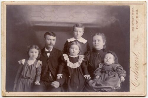 YOUNG FAMILY PORTRAIT BY CATHCART, FLINT, MICHIGAN, VINTAGE CABINET PHOTO