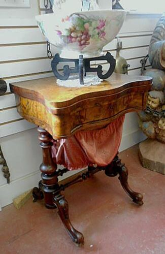VERMONT ESTATE FEDERAL PERIOD FINE BURL WALNUT SEWING STAND AND GAMING TABLE