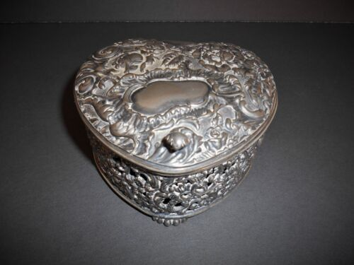 Pairpoint Quadruple plate jewelry box with embosses floral motif