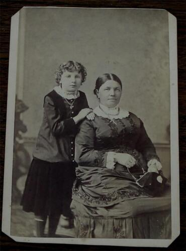 Nice Vintage 1890s Cabinet Card, Woman and Daughter, VERY GOOD COND