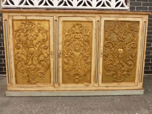 ANTIQUE ITALIAN PAINTED CARVED FLORENTINE GOLD GILT AND POLYCHROMED CREDENZA P