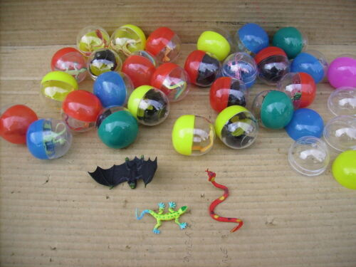 2 inch FILLED CAPSULE WITH BAT,SNAKE & LIZARD X 30