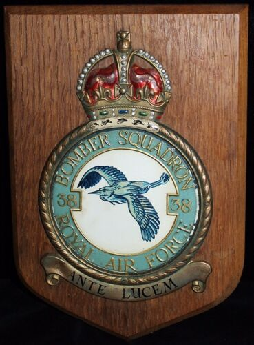 Great WWII Royal Air Force No. 38 Bomber Squadron Brass & Oak PlaqueOther British WWII Orig. Items - 4074