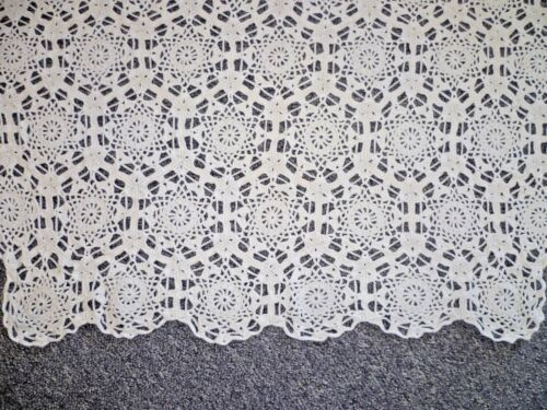 STUNNING  ANTIQUE WHITE HAND CROCHETED TABLECLOTH 140 cms x 117 cms