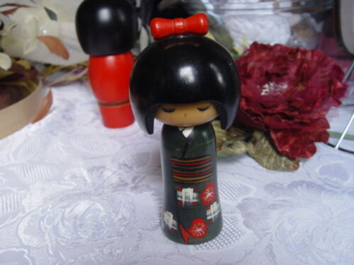 VINTAGE JAPANESE KOKESHI DOLL - GREEN & RED