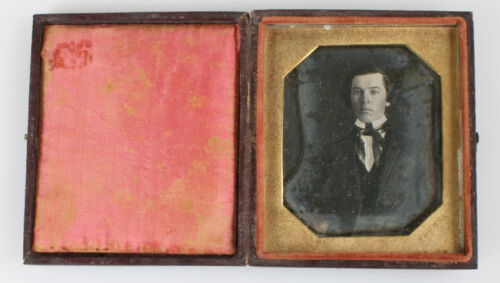 RARE OCTAGON DAGUERREOTYPE OF HANDSOME YOUNG MAN BY PLUMBE