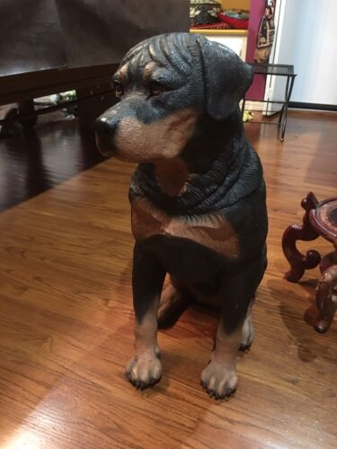 LARGE STATUE OF A ROTTWEILER ANTIQUE