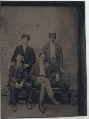 SHARP PORTRAIT OF FOUR HANDSOME YOUNG MEN IN HATS   SUITS