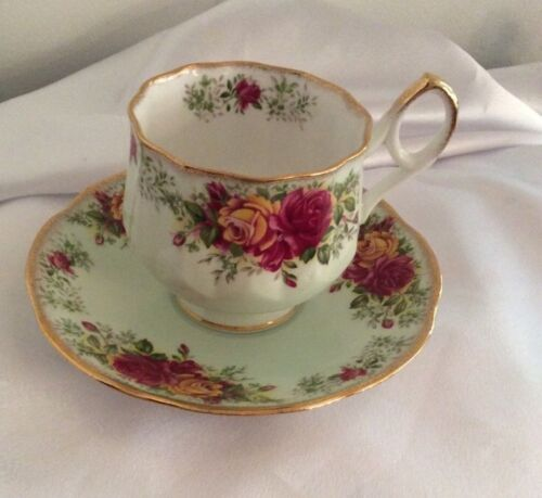 Rosina Fine Bone China. ROSES Made In England Tea Cup & Footed Saucer. Gold Rim.