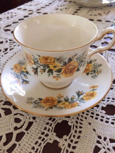 COLLECTABLE ROYAL VALE FINE BONE CHINA CUP AND SAUCER ENGLAND