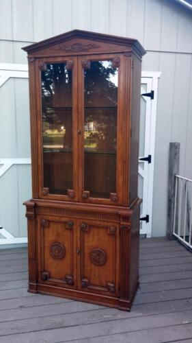 Vintage Henredon French Regency Louis XV Solid Walnut Curio China Cabinet