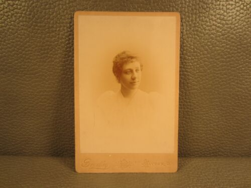 Victorian Antique Cabinet Card Photo of Young Woman