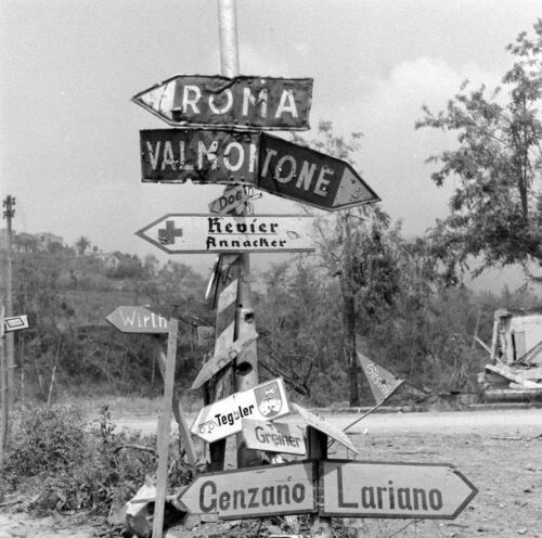 WW2 Photo WWII Road Sign Between Valmontone and Rome 1944  Italy   / 1415United States - 156437