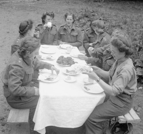 WW2 Photo WWII  Canadian Nurses Have Lunch Normandy June 44 World War Two / 1518Canada - 156429