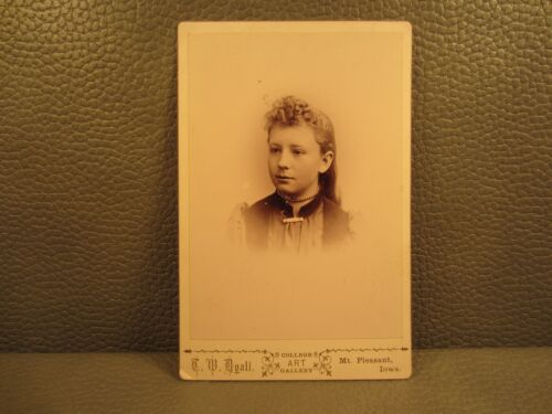 Victorian Antique Cabinet Card Photo of a Young Girl, Teenager