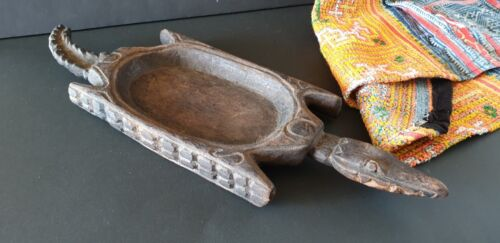 Old Papua New Guinea Carved Wooden Crocodile Bowl / Tray …beautiful display & co